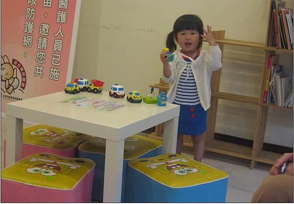2011-06-22 沛沛今天是不是穿的很可愛阿.JPG