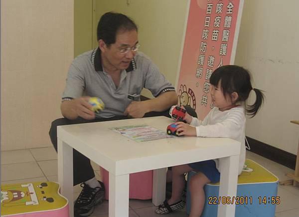 2011-06-22 阿公超愛沛沛的唷1.JPG