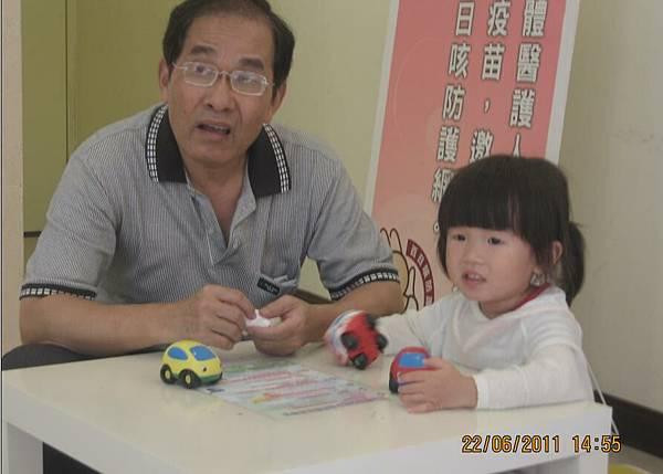 2011-06-22 阿公超愛沛沛的唷5.JPG