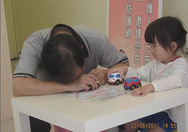 2011-06-22 阿公超愛沛沛的唷-阿公累嚕.JPG