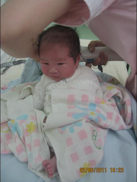 2011-06-21 小肉包來企打卡介苗嚕-測黃疸.JPG