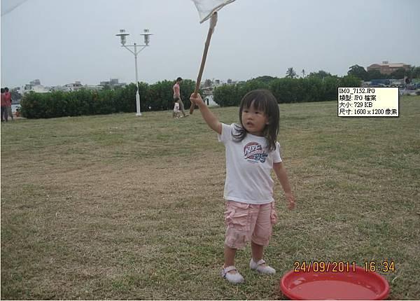 2011-09-24林默娘公園玩泡泡-1