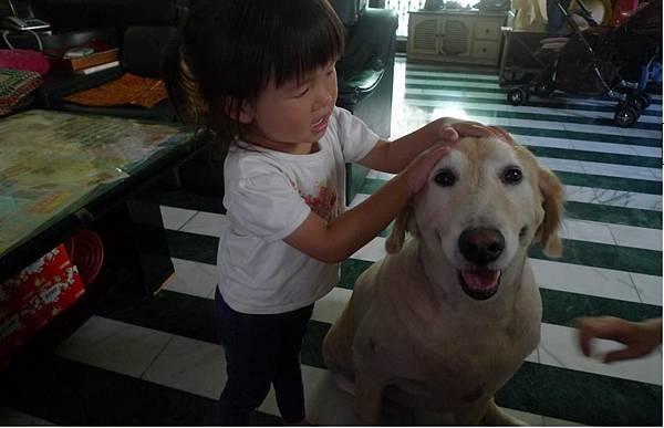 2011-10-28 妮妮眼睛已經很大了啦