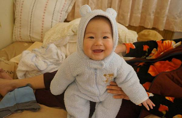 2011-12-17 新相機來了~我們弟弟真的很可愛1