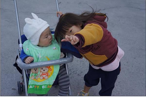 2012-01-26 回台南過年嚕!~有這麼搶鏡ㄇ