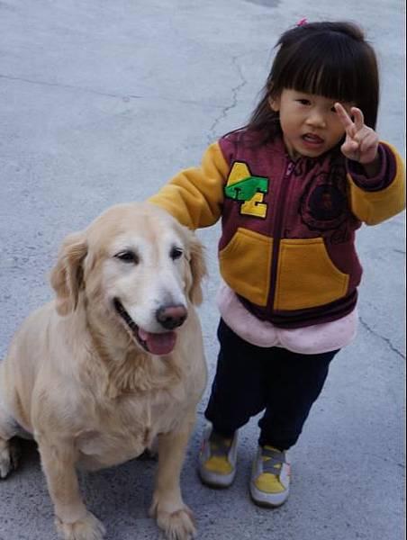 2012-01-26 回台南過年嚕!~沛跟妮的合照
