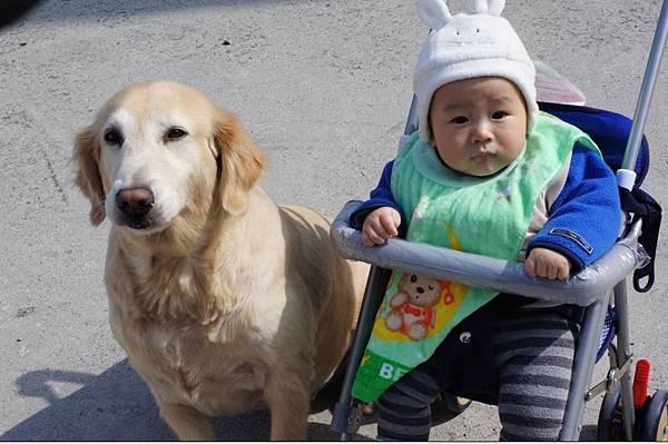 2012-01-26 回台南過年嚕!~弟跟妮的合照