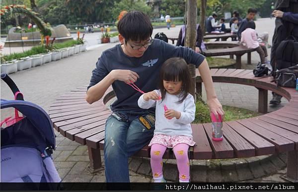 2012-03-05 第二次來動物園~跟爸比來一張