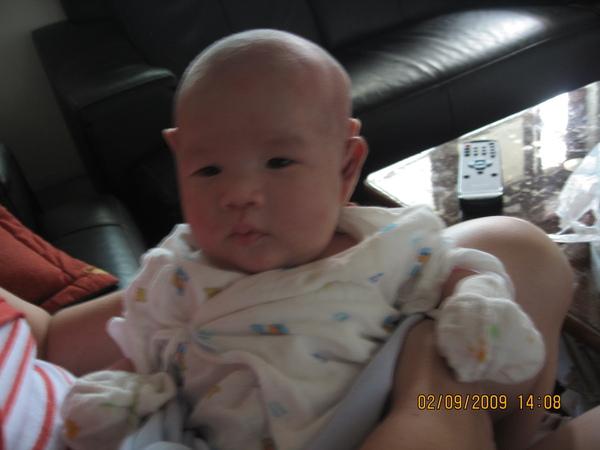 2009-09-02 妹妹剃頭去-26 也是很可愛阿.JPG