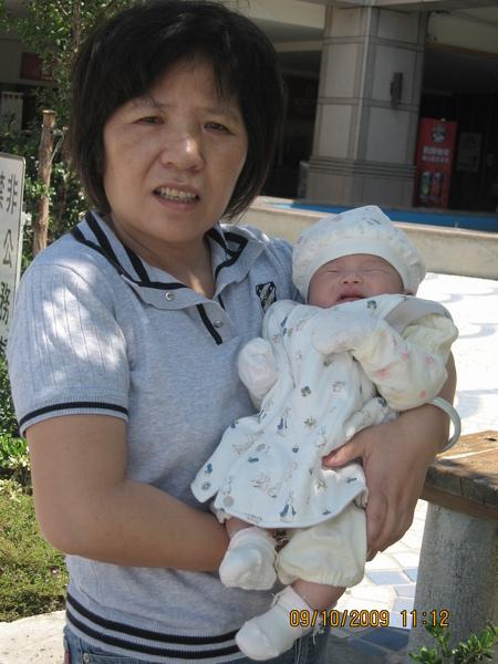 2009-10-09  小沛沛與外婆的合照2.JPG