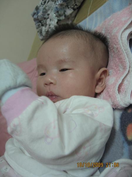 2009-10-10  小沛沛愛吃手手4.JPG
