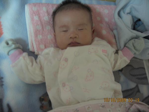 2009-10-11 小沛沛睡在奶奶家2.JPG