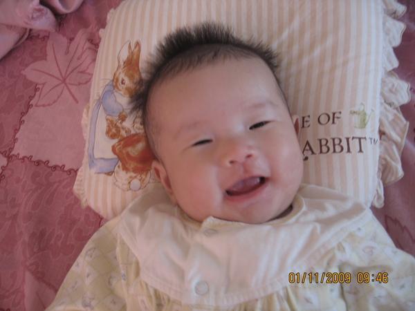 2009-11-02  睡起來超開心的小沛沛.JPG