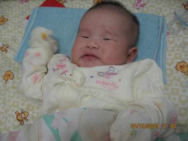 2009 秋冬~babycity 假兩件式兔裝.JPG
