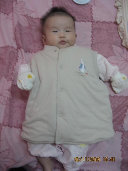 2009 秋冬~奇哥比得兔鋪棉兩面穿背心.JPG