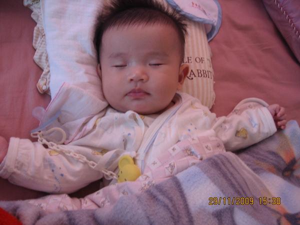 2009-12-1 小沛沛睡的好舒服喔.JPG