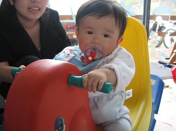 2010-03-14 東尼咖啡搖搖馬.JPG