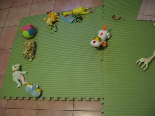2010-03-23 小沛沛凌亂的座位.JPG