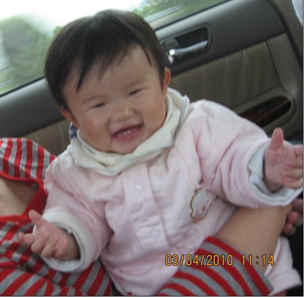 2010-04-03笑的這麼開心.JPG