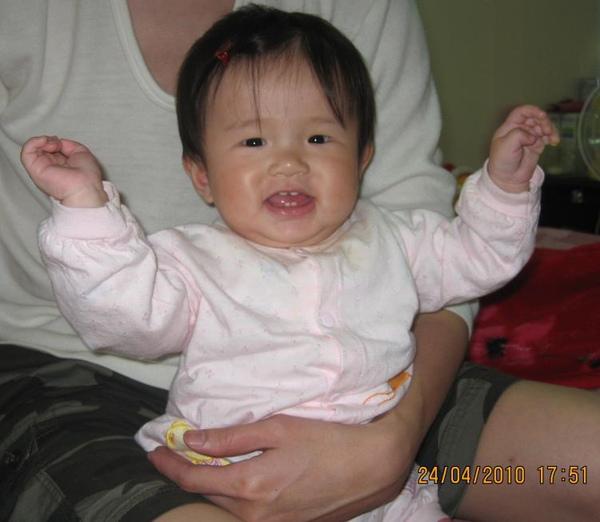 2010-04-24 小沛沛笑到都要鬥雞眼了.JPG