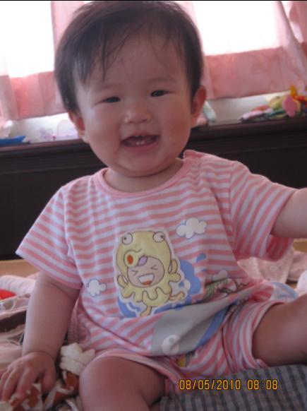 2010-05-10 姑婆買的衣服.JPG