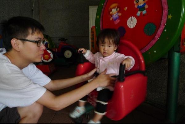 2010-10-17 第一站電動搖搖區 I.JPG