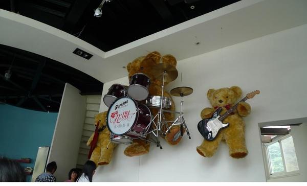 2010-12-05 牆上的Band熊.JPG