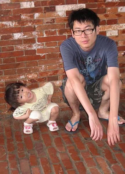 2011-05-05 小沛沛愛搞怪.JPG