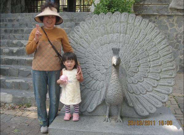 2011-03-20 壽山動物園-YA的時候眼睛最大.JPG