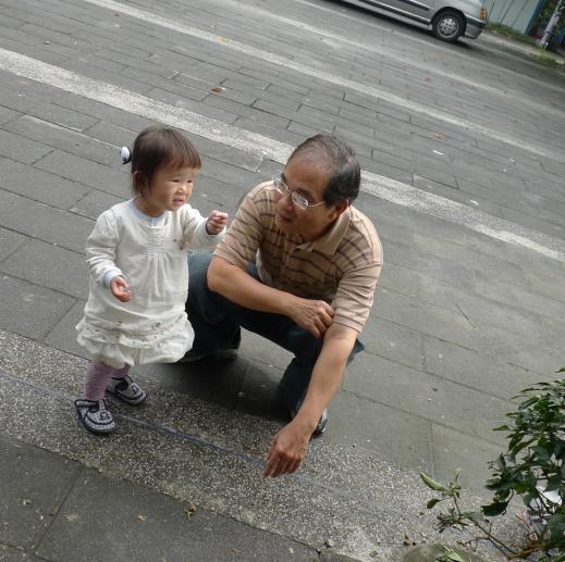 2010-11-21 沛沛跟小鳥II.JPG