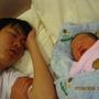 2009-08-07 寶貝跟最愛的爸比..一起睡午覺 (II).JPG