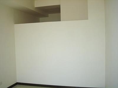 主臥可看到浴室上方夾層空間