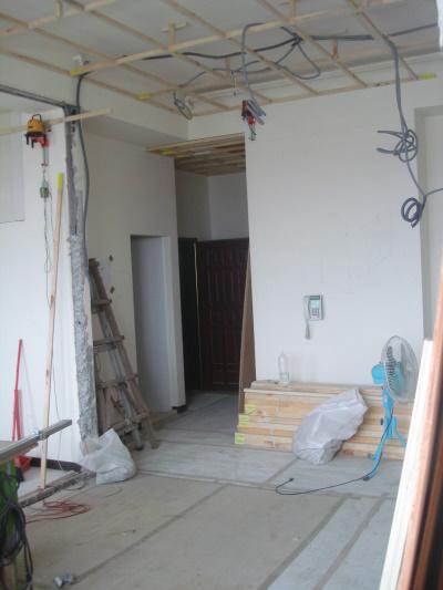 客廳望向玄關