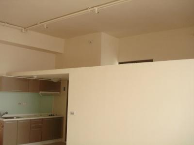 廚房高度200公分,上方是夾層