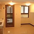 廚房及原屋主預留往夾層的樓梯空間