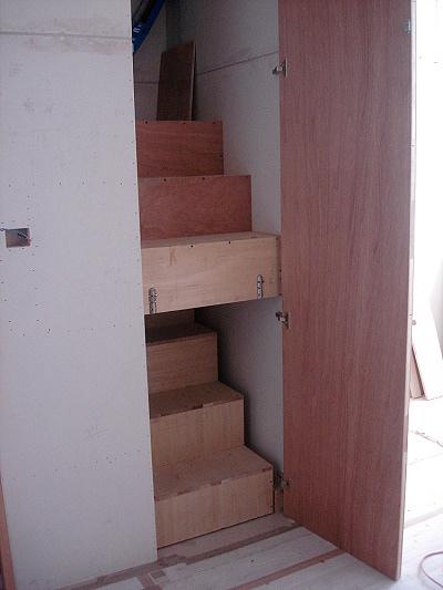 樓梯(2)-門打開後