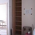 儲物櫃(1)-打開後(放雜物及打掃用具)