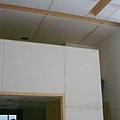 半開放式的2樓儲藏室