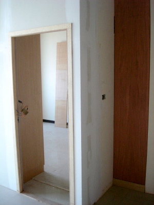 主臥門口及儲物櫃