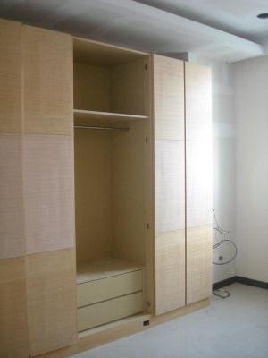 主臥衣櫥貼皮完成(中間門還沒裝上)
