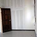 客臥(這時候門還是原來的胡桃木色)