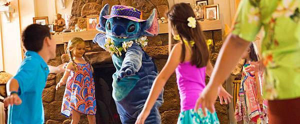 aulani-stitch-with-kids_196x81