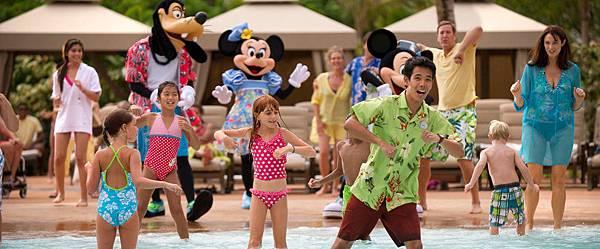 aulani-waikolohe-pool-characters-dancing-g