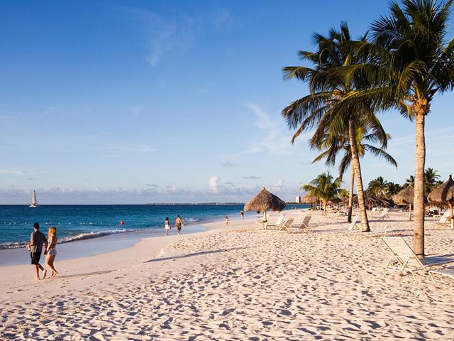 53da723f6dec627b149ead70_eagle-beach-aruba-holger-leue-getty