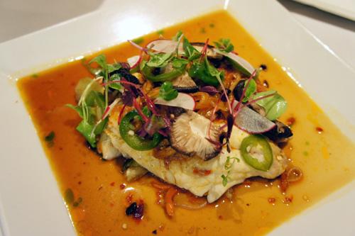 夏威夷料理法的味噌魚。醬料也用東方的薑與Wasabi調合而成。.jpg
