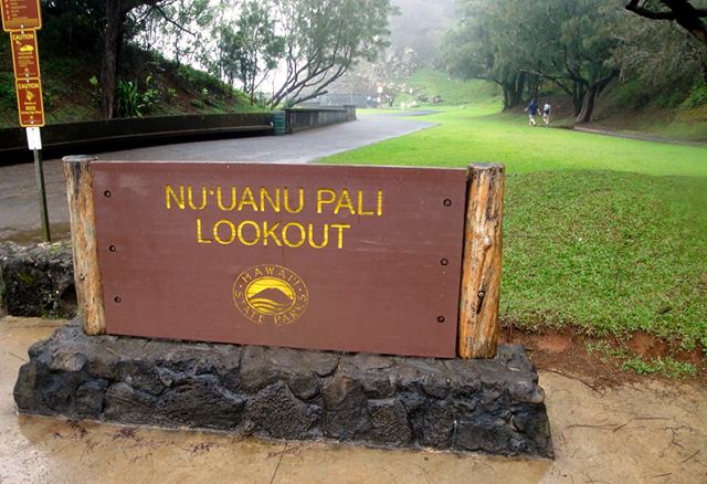 Nuuanu_Pali_Lookout3