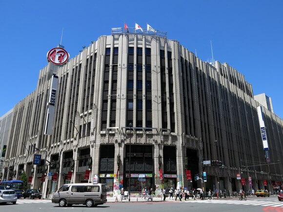 新宿東口伊勢丹1.jpg