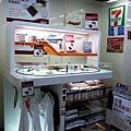 011高鐵桃園站_7-11高鐵商品區.jpg