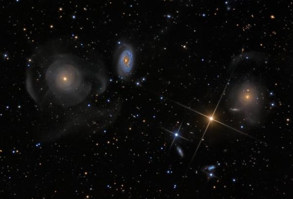 雙魚座殼層狀星系