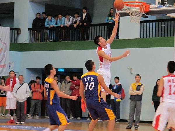 豐正凱:上籃的標準姿勢